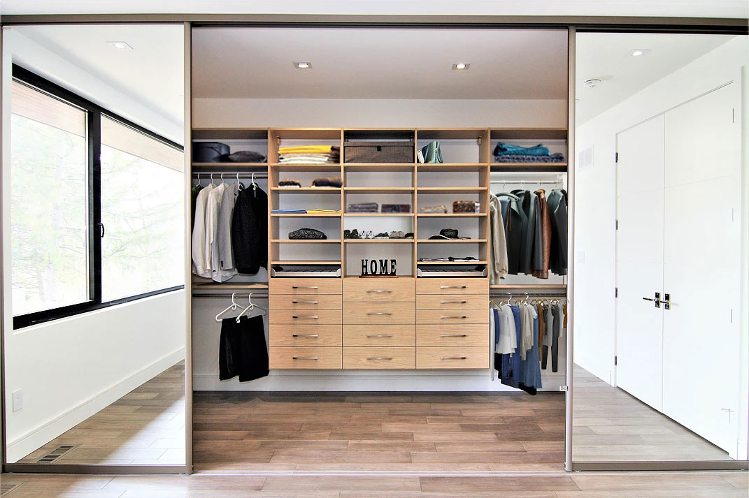 Master-in closet closetexpress